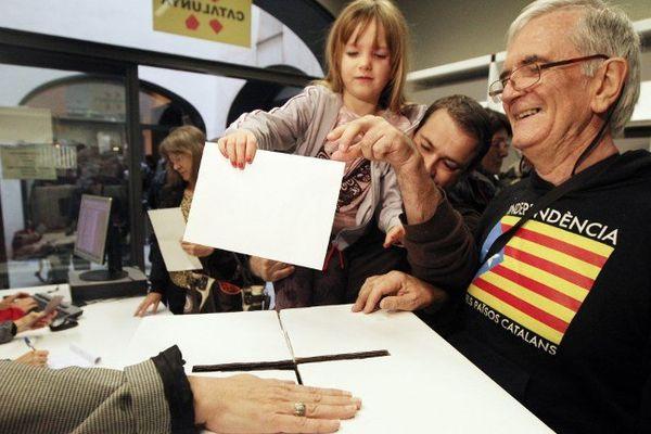500 inscrits à la Casa de la generalitat de Perpignan.Le 9 novemmbre 2014.
