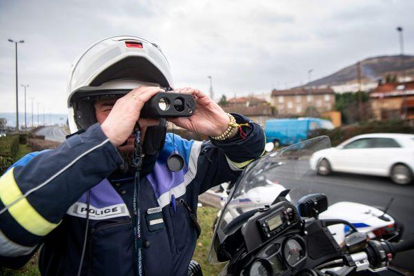 Les gendarmes veillent à la vitesse sur les routes. Des excès importants ont été signalés dans la Marne sur des routes limitées à 80kmh.