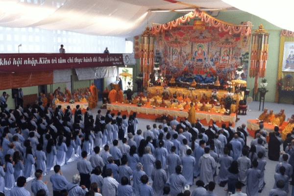 Le séminaire européen bouddhiste rassemble près de 700 moines et fidèles