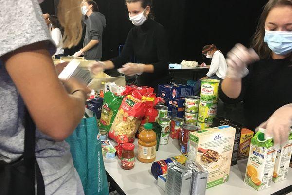 Distribution de biens alimentaires sur le campus de La Rochelle