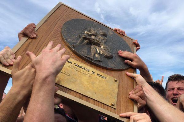 Dimanche 23 juin, l'équipe de rugby d'Issoire (Puy-de-Dôme) est devenue championne de France de Fédérale 2, au terme d'un match fou.