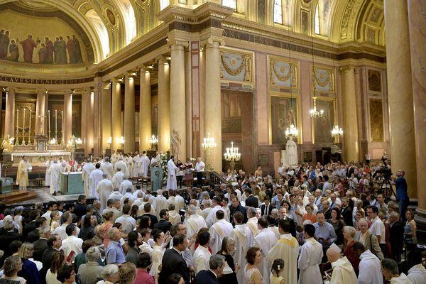 Les prêtres des paroisses du diocèse de Rennes, Dol et Saint-Malo et du diocèse Saint-Brieuc et Tréguier sont invités à respecter des mesures de précaution contre le coronavirus lors des messes.