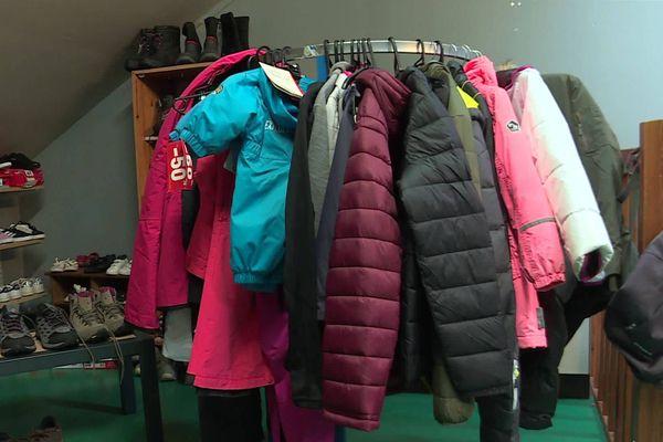 Tous les équipements et les vêtements sont nettoyés et remis en état avant d'être proposés à la vente.