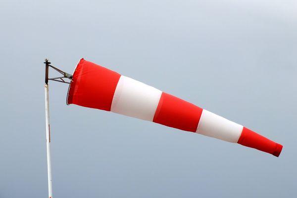 Les pompiers de Vaucluse rappellent les consignes de sécurité en raison des fortes rafales de vent attendues ces prochains jours, pour éviter tout départ de feu.