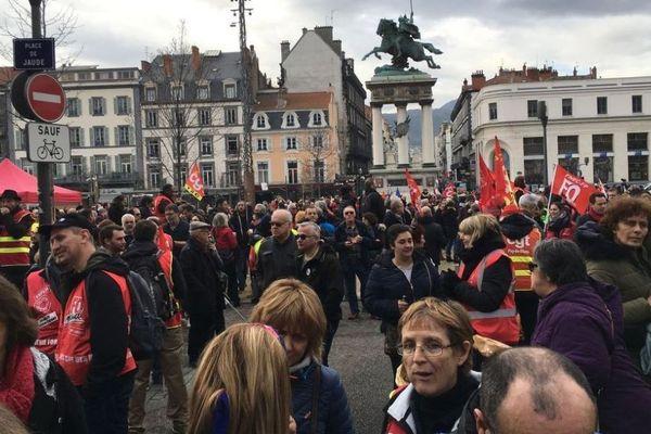 A Clermont-Ferrand, le vendredi 24 janvier, plusieurs milliers de manifestants avaient convergé vers la place de Jaude.