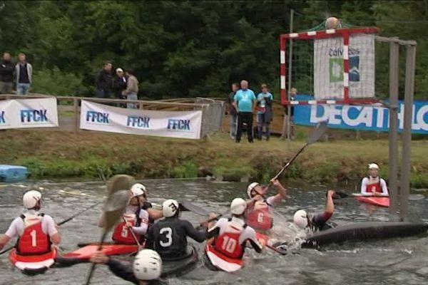 Les plans d'eau de Thury Harcourt sont très appréciés des kayakistes