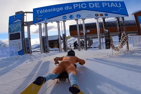 Fred Compagnon et son bodyboard sur les pistes de Piau-Engaly dans les Hautes-Pyrénées.