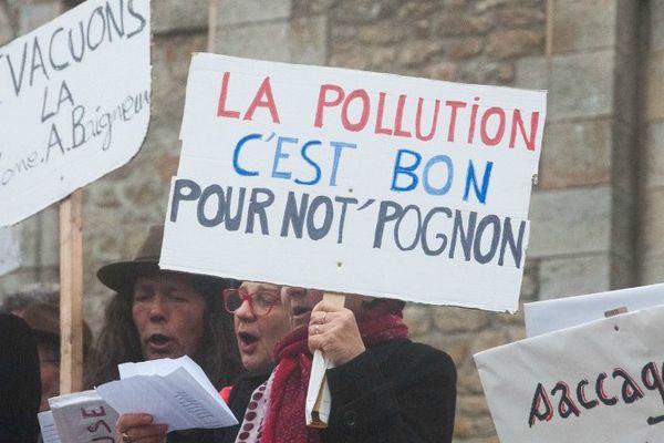 """Une manifestation réclamant """"Un aéroport international à Notre Dame de la Baule"""" a eu lieu non sans humour ce samedi 20 février 2016 à La Baule."""