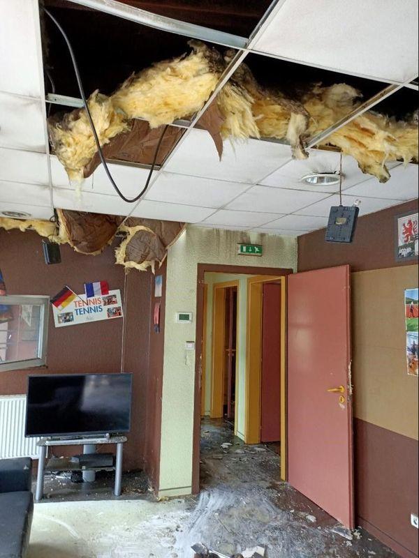 L'intérieur du club house de Sélestat après l'incendie.