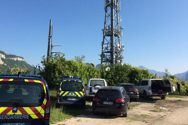 Deux antennes relais de la métropole grenobloise ont été incendiées dans la nuit.