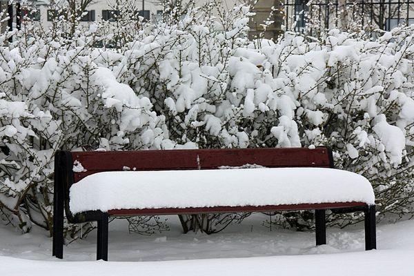 Rien de mieux qu'un gros coussin pour s'asseoir sur un banc...