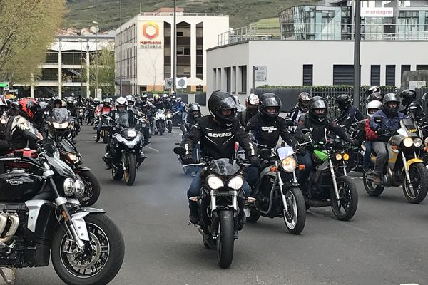 Manifestation sur un parcours de 17 km à Clermont-Ferrand de près d'un millier de Motards en Colère du Puy-de-Dôme (FFMC 63) contre le Contrôle Technique obligatoire pour les deux-roues motorisés.