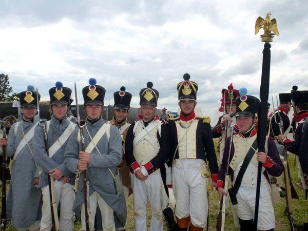La tenue caractéristique des fantassins napoléoniens et l'aigle royal porté fièrement !