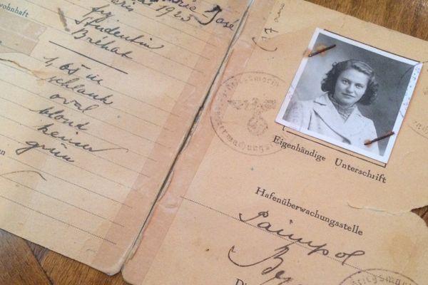 Marie-José Chombart de Lauwe disposait d'un Ausweis (laissez-passer) pour circuler de l'île de Bréhat à Rennes où elle était étudiante en médecine