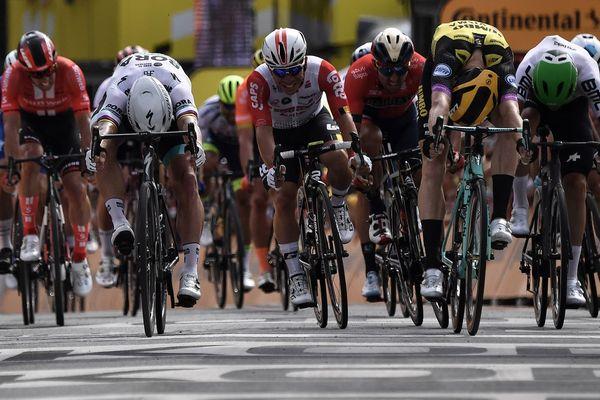 L'arrivée au sprint de la première étape du Tour de France 2019 à Bruxelles, remportée par Mike Teunissen.