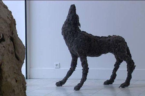 Le musée de Vernon accueille les œuvres de Lionel Sabatté dans l'exposition « Echafaudages d'une caresse ». L'artiste a reconstitué des animaux à partir de déchets organiques et végétaux.