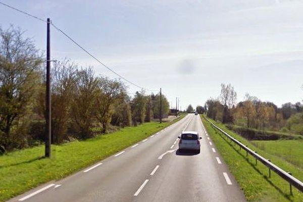 La collision a eu lieu sur la départementales 948, à la sortie de Sauzé-Vaussais, en direction de Melle.