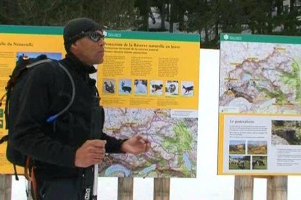 Les accompagnateurs en montagne passent deux journées avec les gardiens du Parc National des Pyrénées pour travailler sur les parcours à l'écart des zones de nidification du Grand Tétras