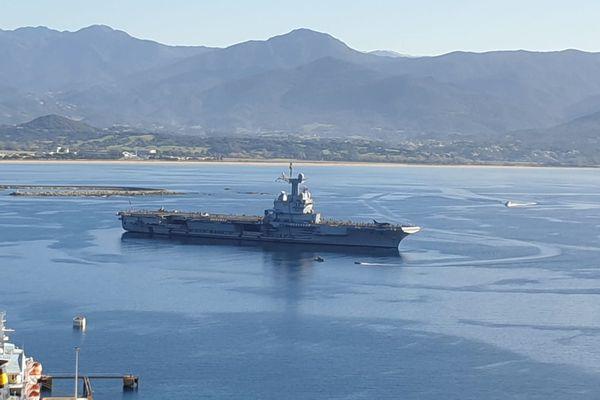 Le porte-avions a fait une escale rapide dans le golfe d'Ajaccio.