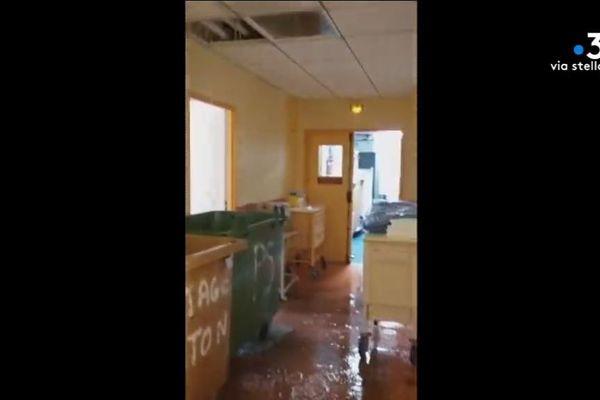 Samedi 7 septembre, deux boxes, deux salles et une partie d'un couloir du service des urgences de l'hôpital de Bastia ont été inondés suite à une fuite dans le système de climatisation.