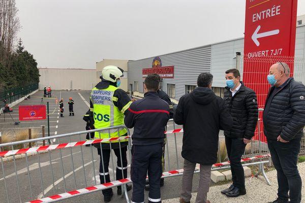 Le trou fait plus de 10 mètres de profondeur à Saint-Etienne, un bâtiment a été touché, près de 50 personnes évacuées, mercredi 3 mars.