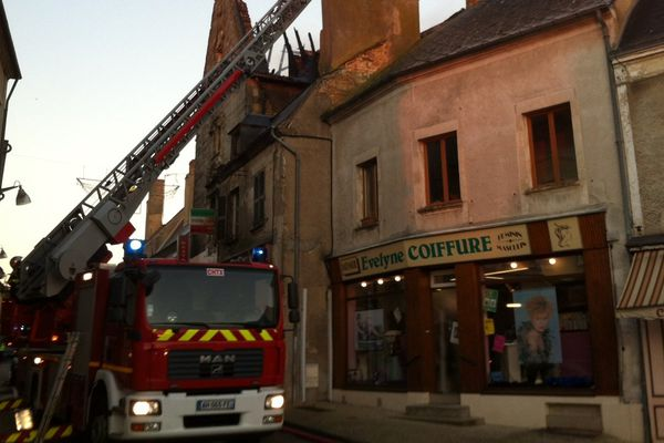 Incendie dans le centre-ville de Reuilly dans l'Indre.