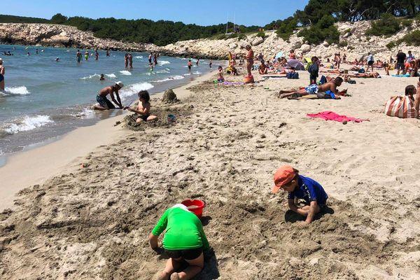 C'est sur cette plage de Sainte-Croix à Martigues qu'une tortue s'est échouée