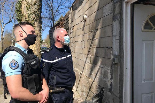 Deux des 3 gendarmes qui ont sauvé un couple de retraités d'un incendie à Issanka dans la nuit  de vendredi à samedi