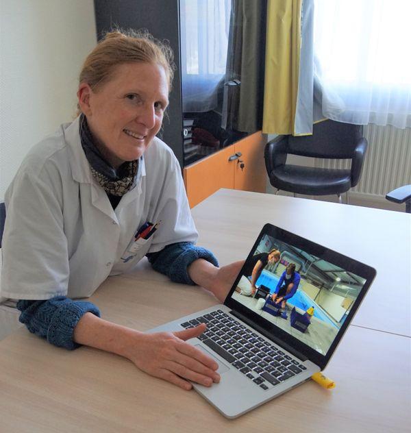 Tuto sur la décontamination du matériel, en cours de préparation avec le docteur Anne Henckes chez Arimair
