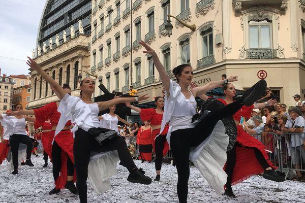 Le defilé de la Biennale de la danse de Lyon 2020 se fera en juin 2021.