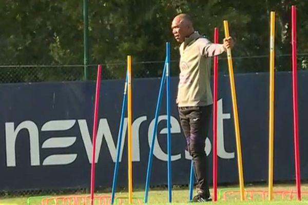 Antoine Kombouaré dirige sa première séance d'entraînement sur le terrain du TFC.
