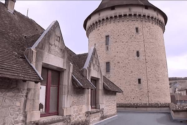 Cette tour de sept étages servit de prison à plusieurs périodes.
