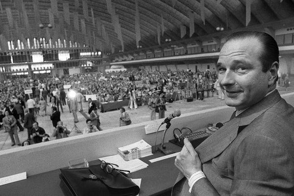 Jacques Chirac, premier ministre et secrétaire général de l'UDR (Union des Démocrates pour la République), participe aux assises de l'UDR, le 14 juin 1975 à Nice.