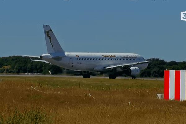 Retour à Nantes d'un avion de la compagnie Tunisair
