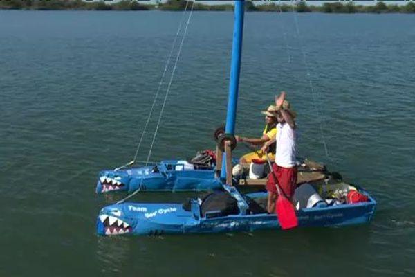 Le catamaran a été construit entièrement avec des matériaux recyclés
