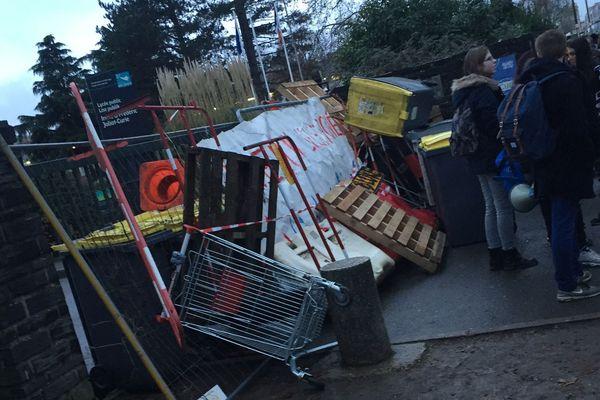 Deuxième jour de blocage au lycée Joliot-Curie à Rennes