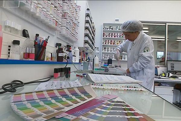 Centre 7 a su diversifier ses compétences avec la fabrication de vernis à ongles et de produits de soins