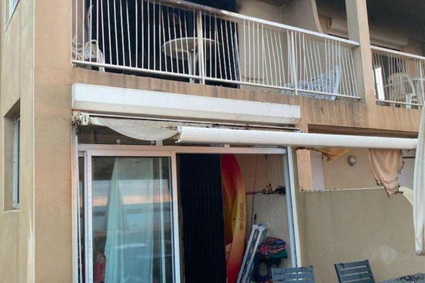 Une résidence située cours Sainte-Lucie à Valras-Plage (Hérault) a pris feu ce vendredi 6 juillet 2021. Sept habitants ont été évacués.