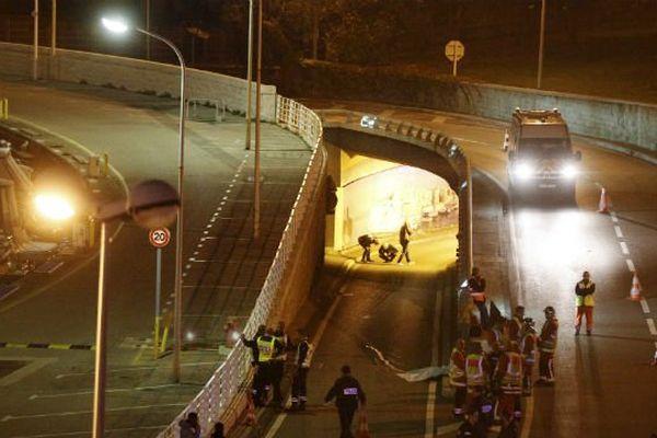 Deux hommes ont été tués dans la nuit du 9 noveùbre 2015 dans une fusillade qui a impliqué les occupants de deux voitures au niveau d'un tunnel routier, près du Vieux-Port à Marseille.