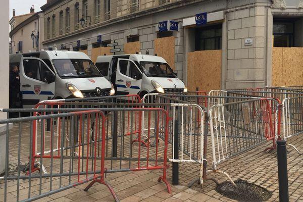 Les rues du centre-ville de Valence sont désertes, samedi 2 février, en marge de la manifestation régionale des gilets-jaunes.