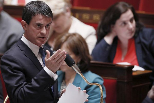 """Manuel Valls estime  le projet d'aéroport """"incontestable"""" après le oui à la consultation"""