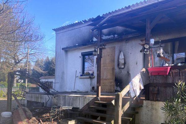 Des habitants ont formé une chaîne humaine pour éteindre l'incendie d'un pavillon à Pontailler-sur-Saône vendredi 14 février 2020.