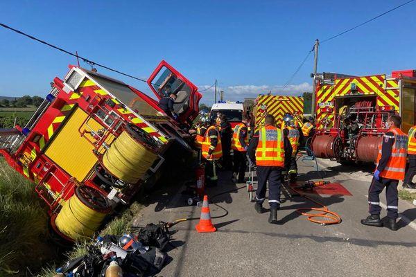 Ce mardi, un camion de pompiers a fait une sortie de route sur la départementale 27 entre Fabrègues et Saussan - 25 mai 2021