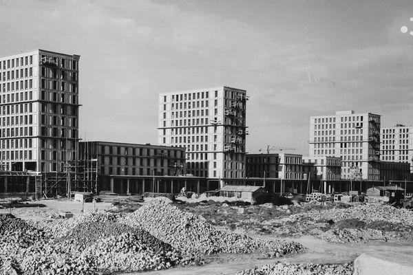 Une fois la guerre finie, il faut reloger les sinistrés, reconstruire les villes. Un travail titanesque.
