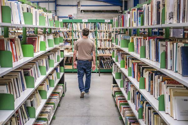 Des milliers de livres stockés avant d'être vendus lors de braderies ou sur le site internet livreenpoche.com