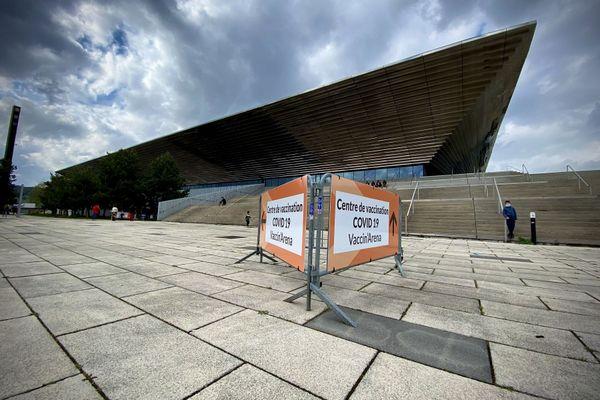 """Rouen : le centre de vaccination installé au Palais des sports (""""Kindarena"""")"""