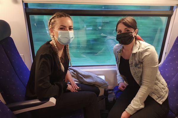 Ingénieures commerciales à Echirolles, Carla et Valène se rendent à Lyon deux à trois fois par mois pour des raisons professionnelles.