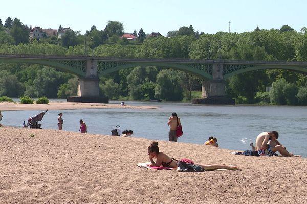 Pas de baignade pour Nevers Plage pour l'instant, l'eau de la Loire est trop haute.