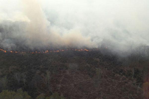 Images aériennes de l'incendies d'Oulches ce 2 avril.