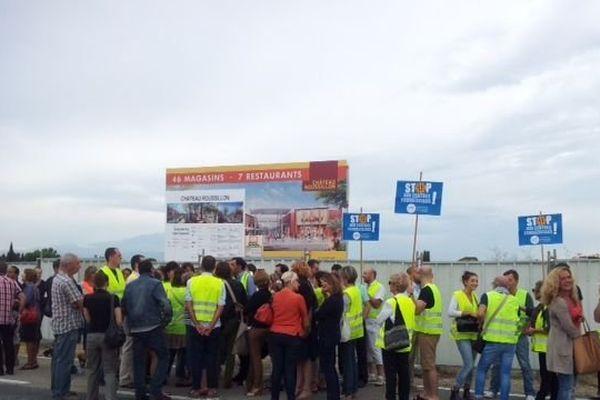 """Les commerçants du centre ville manifestent contre le projet du """"Carré d'or"""""""", un centre commercial prévu aux portes de Perpignan"""